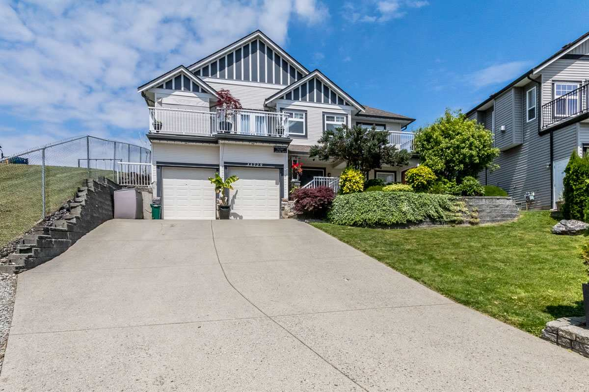 Detached at 33729 GREWALL CRESCENT, Mission, British Columbia. Image 1