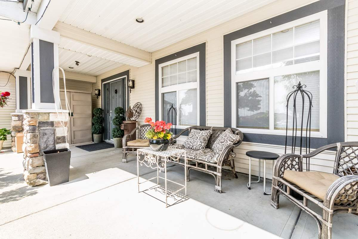 Detached at 33729 GREWALL CRESCENT, Mission, British Columbia. Image 2