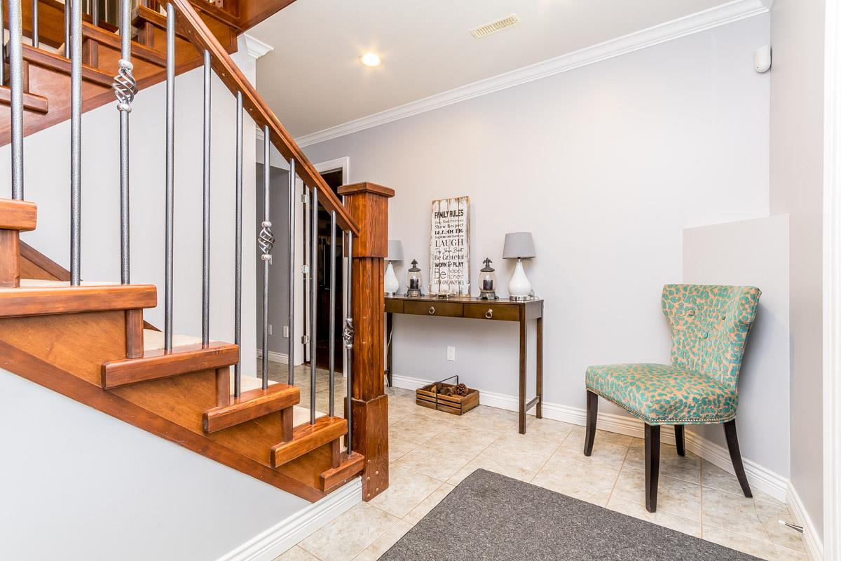 Detached at 33729 GREWALL CRESCENT, Mission, British Columbia. Image 3