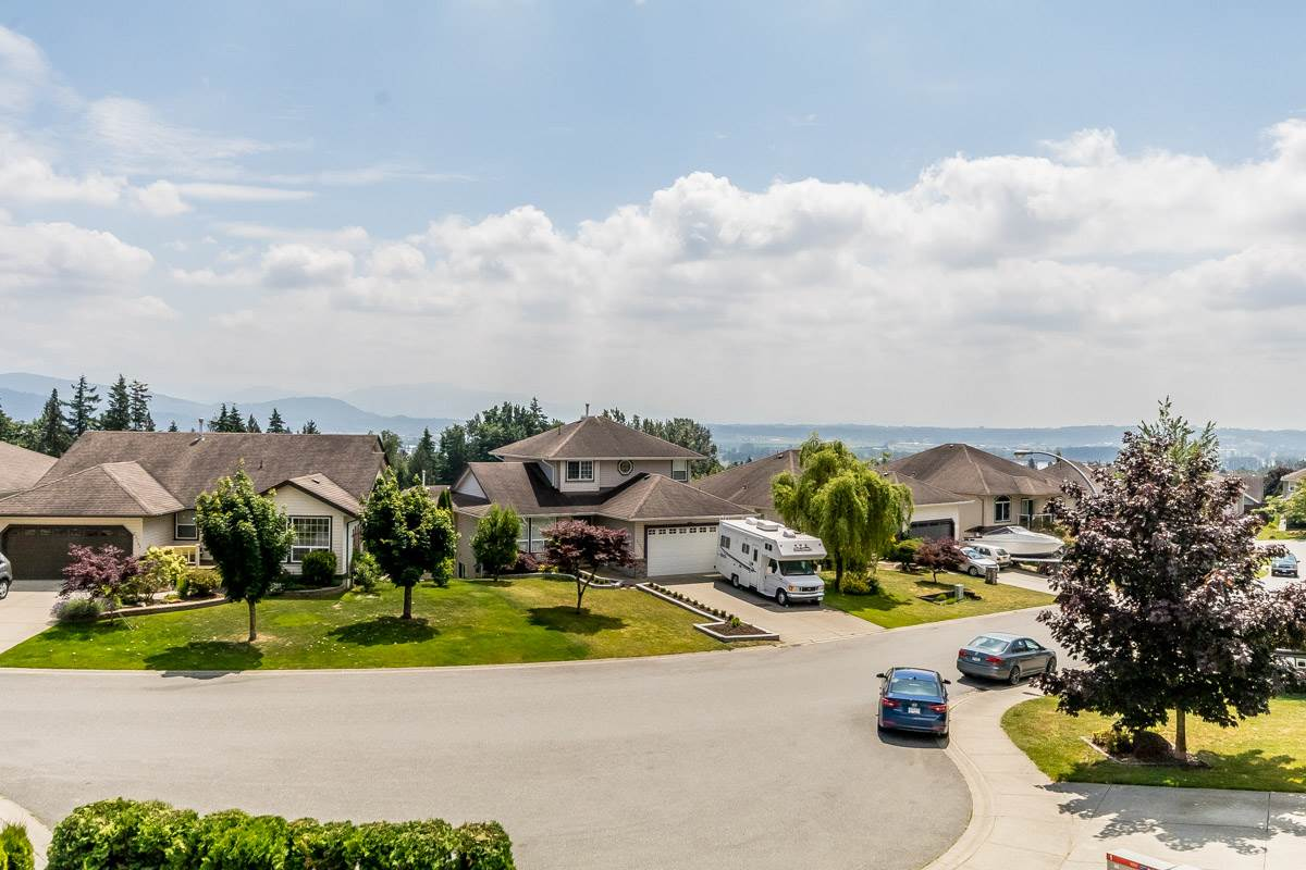 Detached at 33729 GREWALL CRESCENT, Mission, British Columbia. Image 7