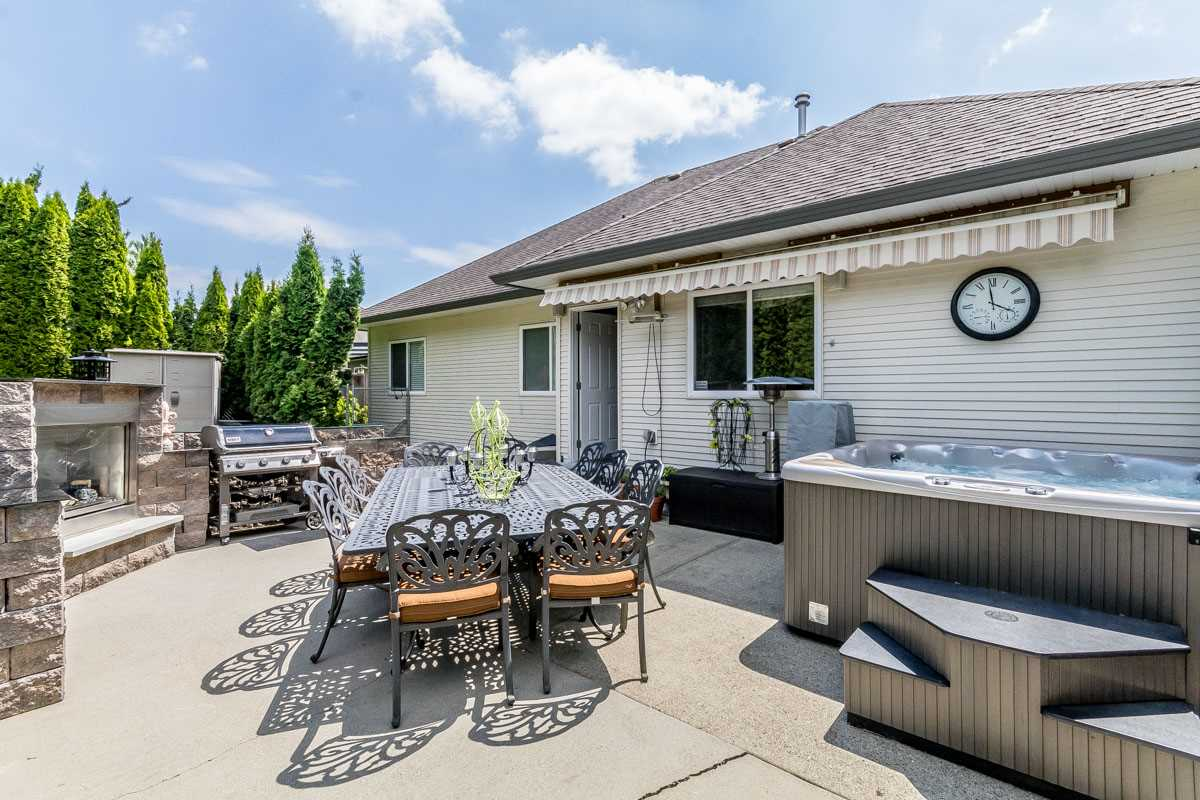 Detached at 33729 GREWALL CRESCENT, Mission, British Columbia. Image 19