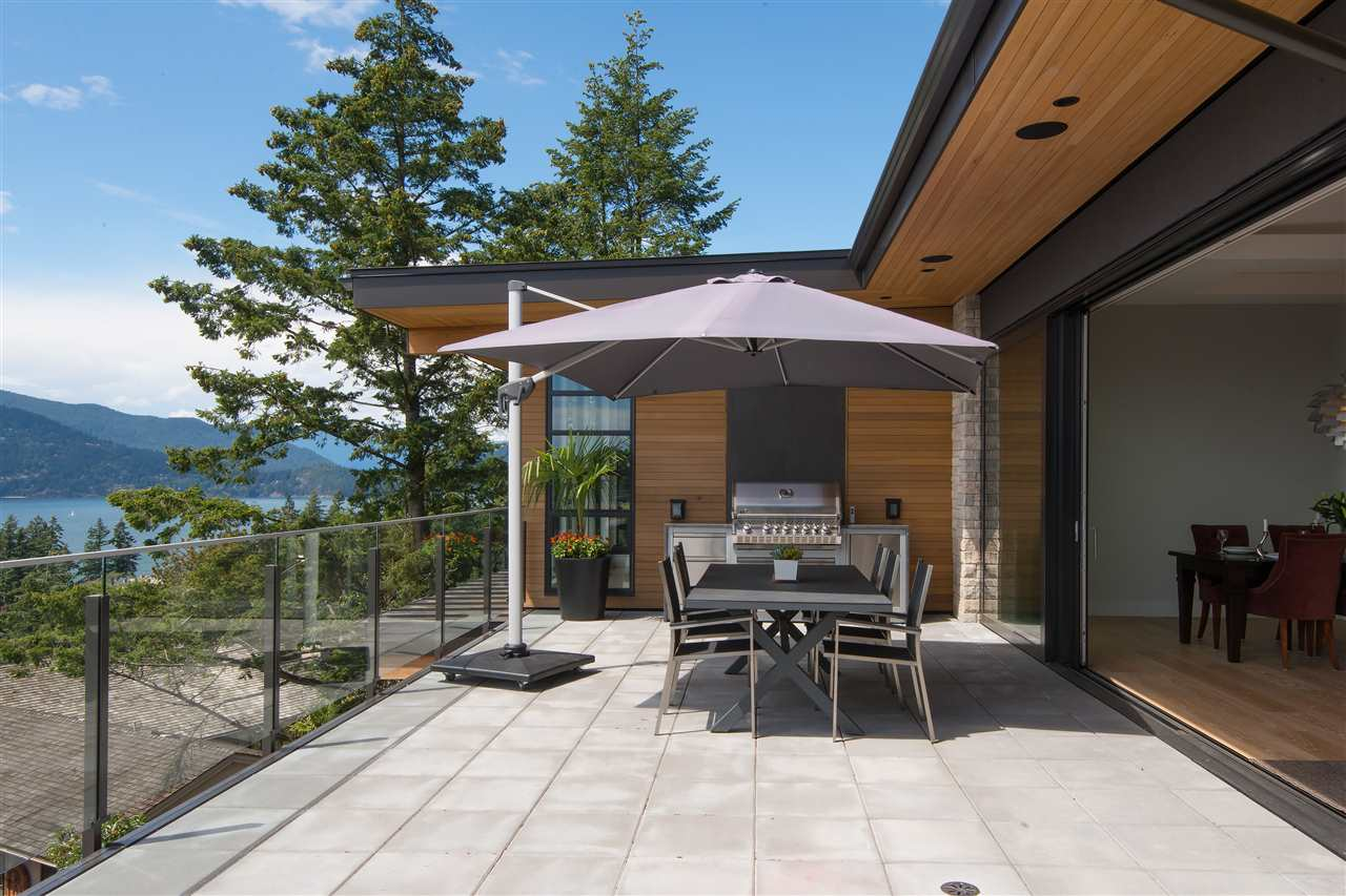 Detached at 5950 FALCON ROAD, West Vancouver, British Columbia. Image 7