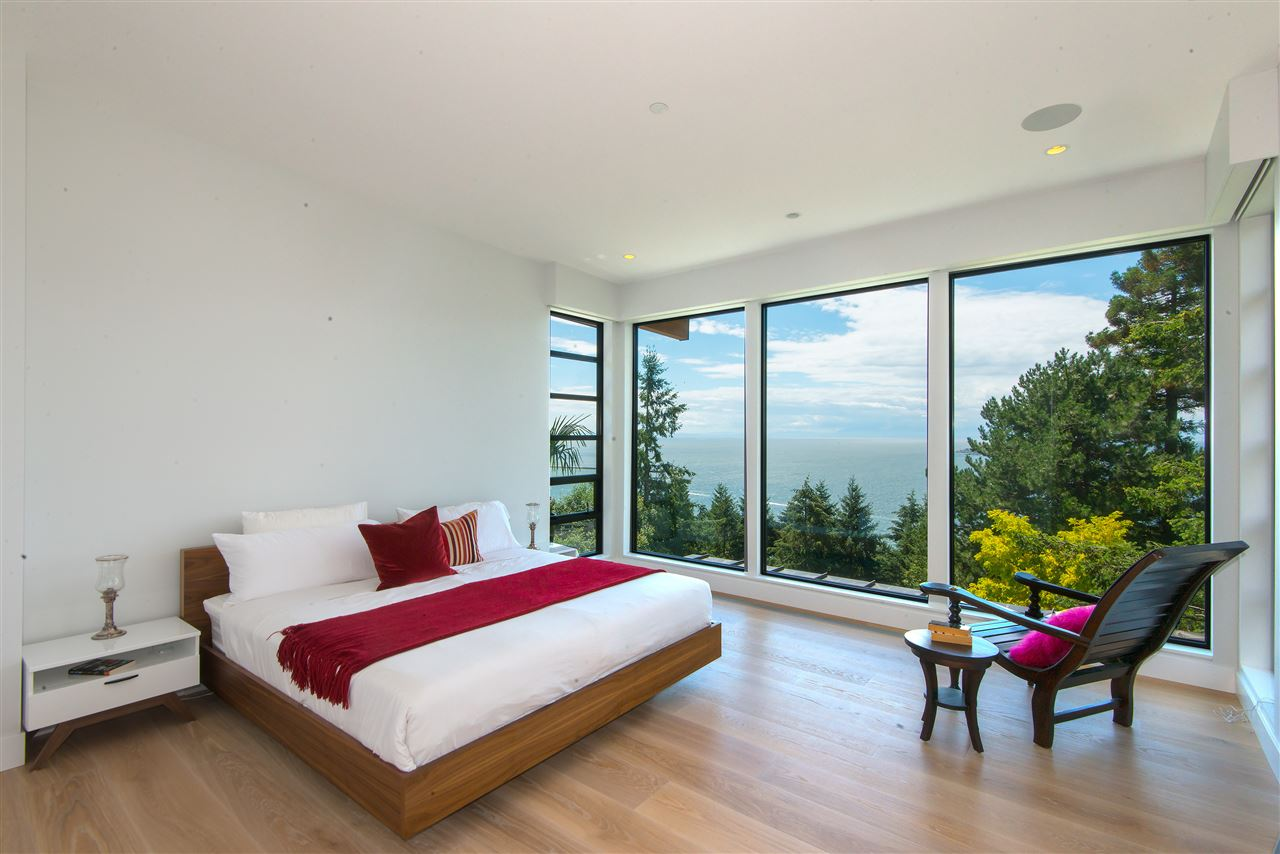 Detached at 5950 FALCON ROAD, West Vancouver, British Columbia. Image 9