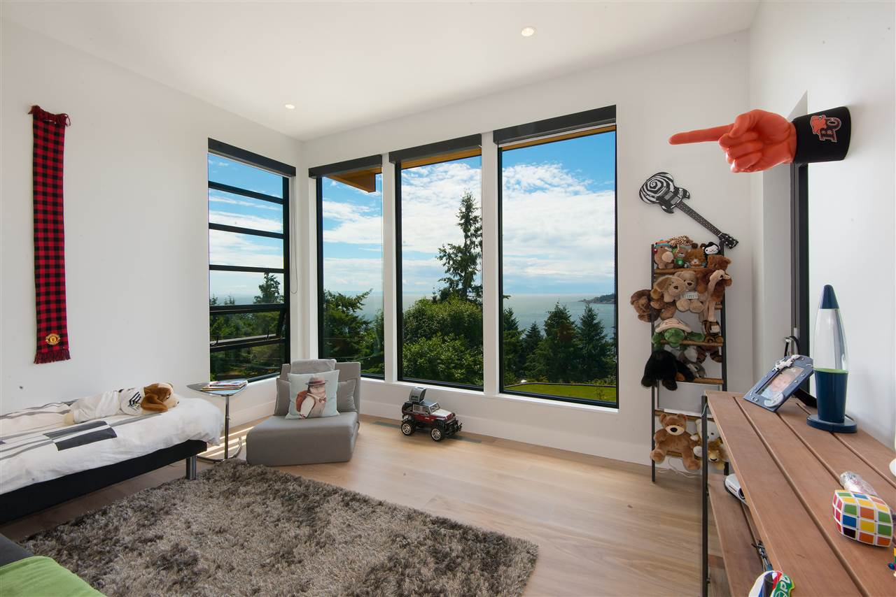 Detached at 5950 FALCON ROAD, West Vancouver, British Columbia. Image 15