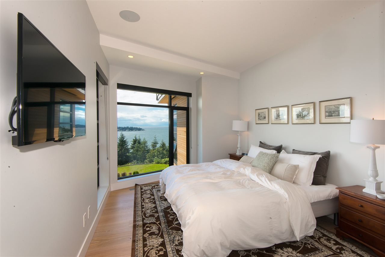 Detached at 5950 FALCON ROAD, West Vancouver, British Columbia. Image 17