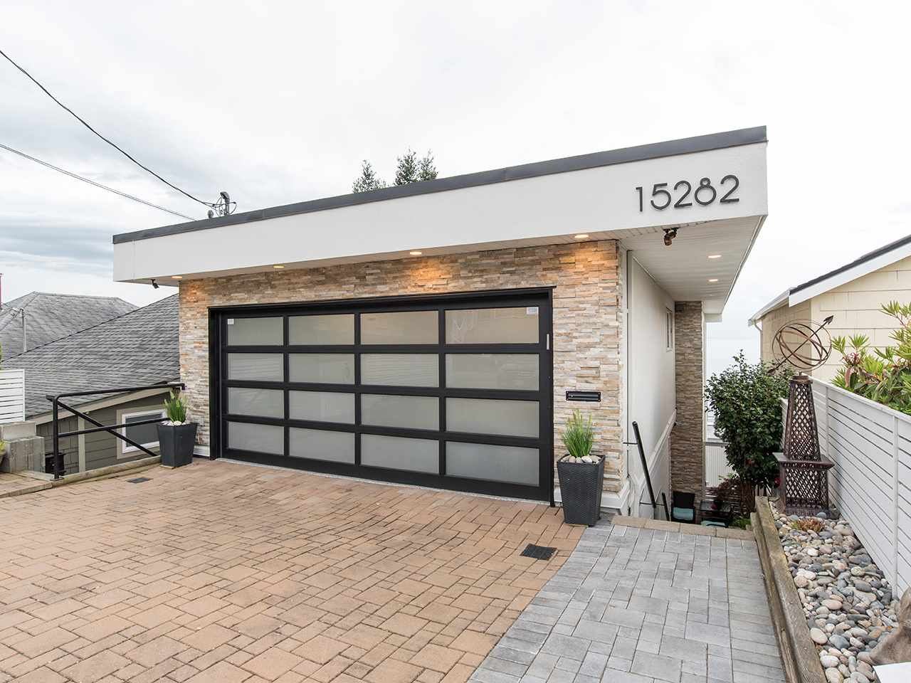 Detached at 15282 VICTORIA AVENUE, South Surrey White Rock, British Columbia. Image 4