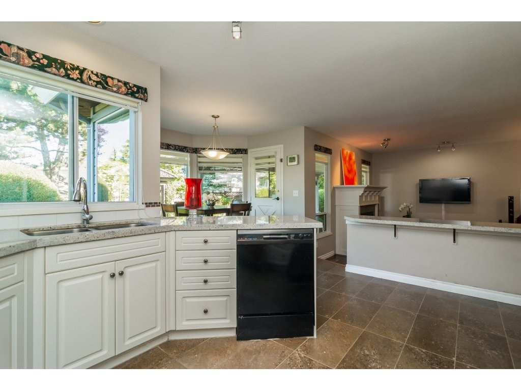 Detached at 2145 150A STREET, South Surrey White Rock, British Columbia. Image 9