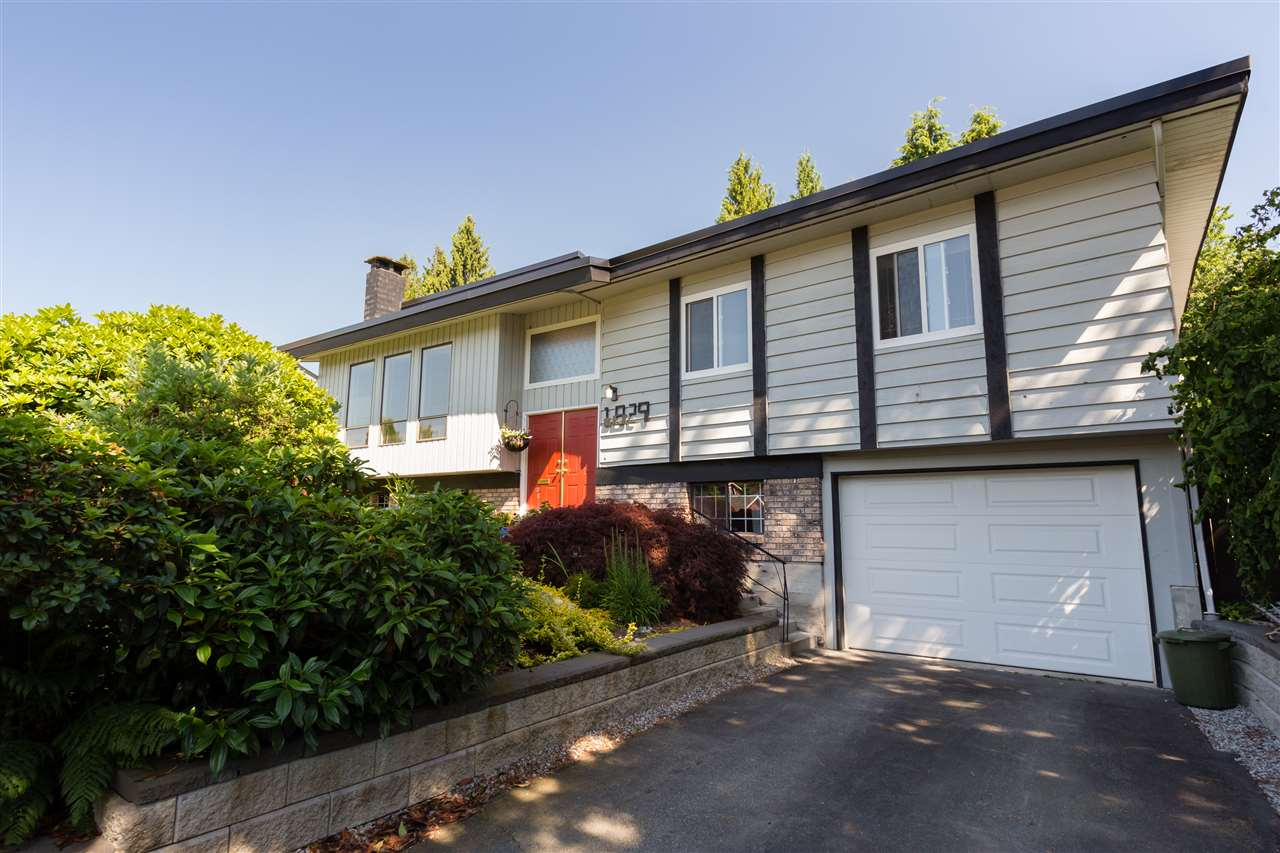 Detached at 1829 SUFFOLK AVENUE, Port Coquitlam, British Columbia. Image 2