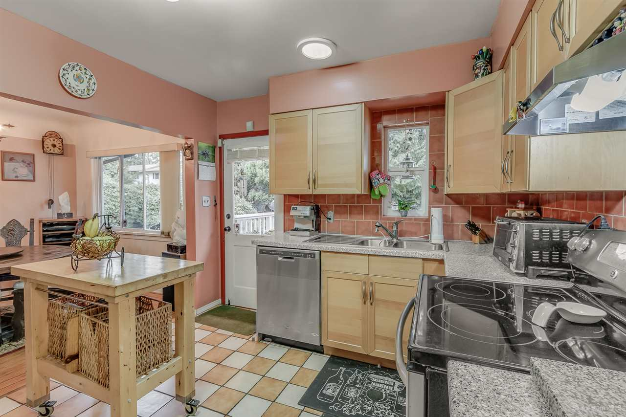 Detached at 5691 RUMBLE STREET, Burnaby South, British Columbia. Image 7