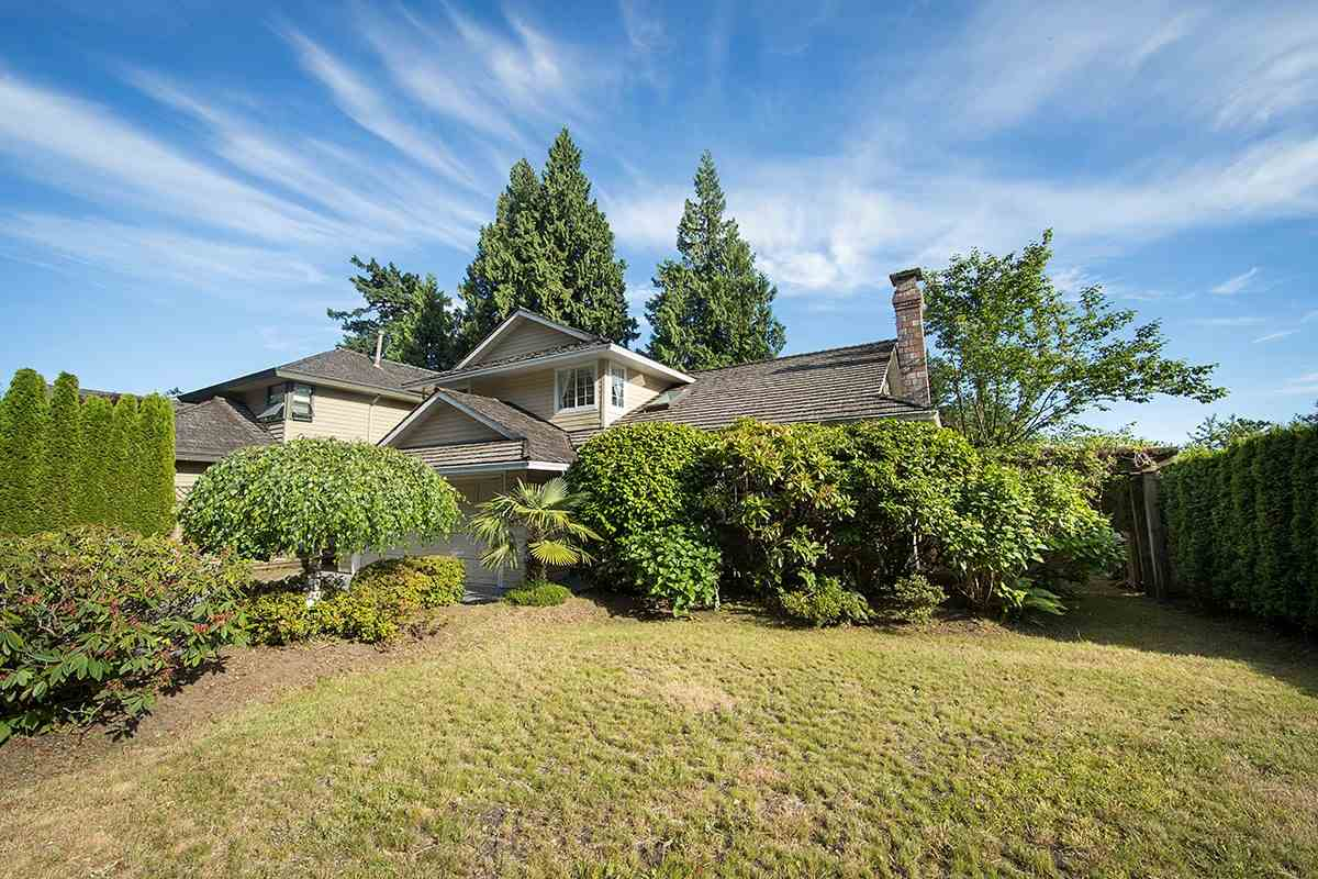 Detached at 4798 MEADFEILD ROAD, West Vancouver, British Columbia. Image 2
