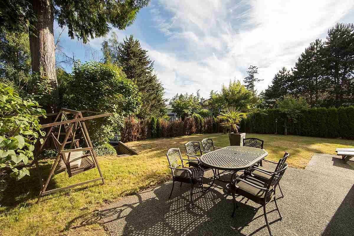 Detached at 4798 MEADFEILD ROAD, West Vancouver, British Columbia. Image 3