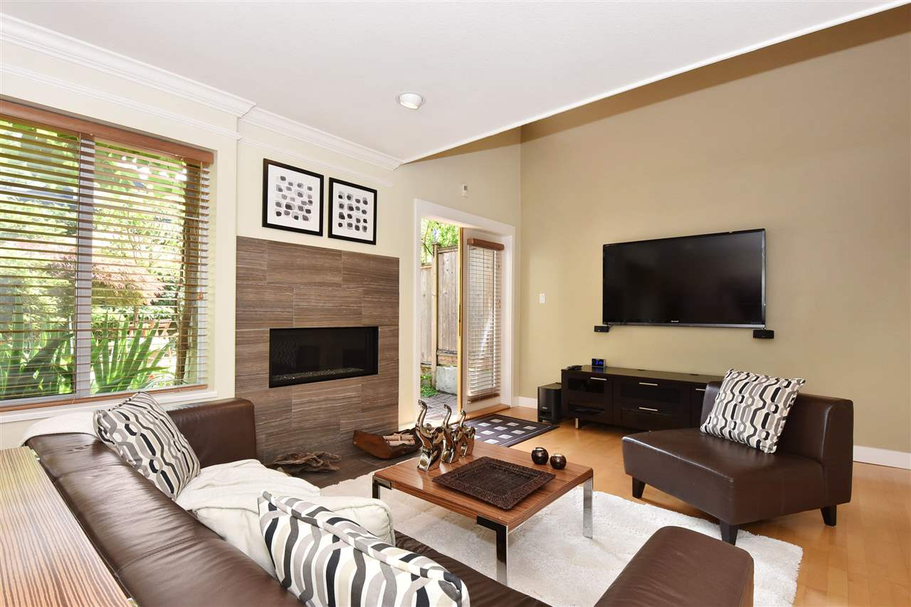 Townhouse at 2340 W 6TH AVENUE, Vancouver West, British Columbia. Image 1