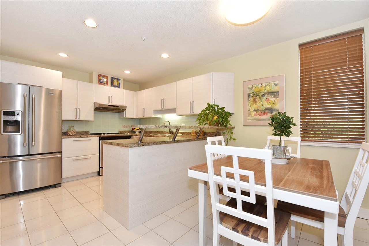 Townhouse at 2340 W 6TH AVENUE, Vancouver West, British Columbia. Image 4
