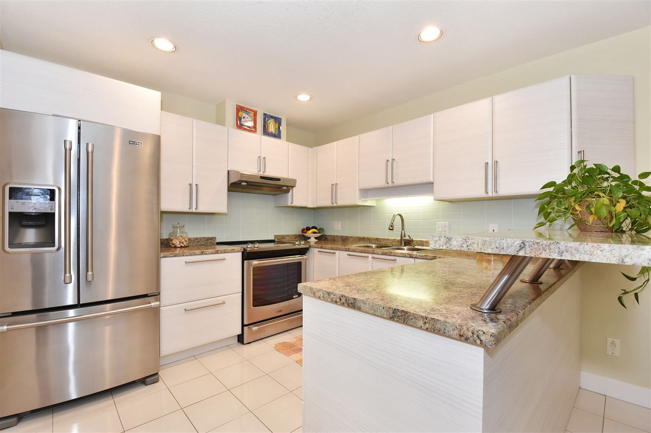 Townhouse at 2340 W 6TH AVENUE, Vancouver West, British Columbia. Image 5