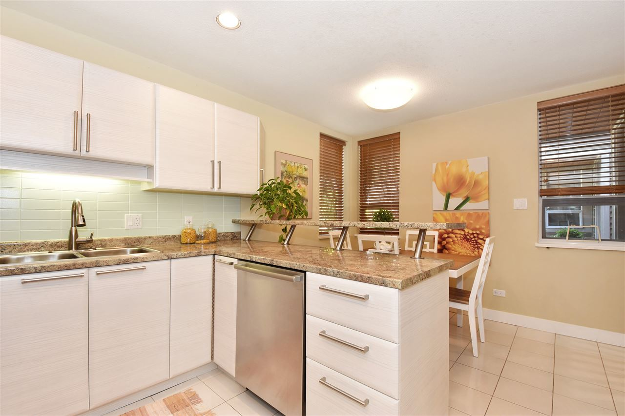 Townhouse at 2340 W 6TH AVENUE, Vancouver West, British Columbia. Image 7