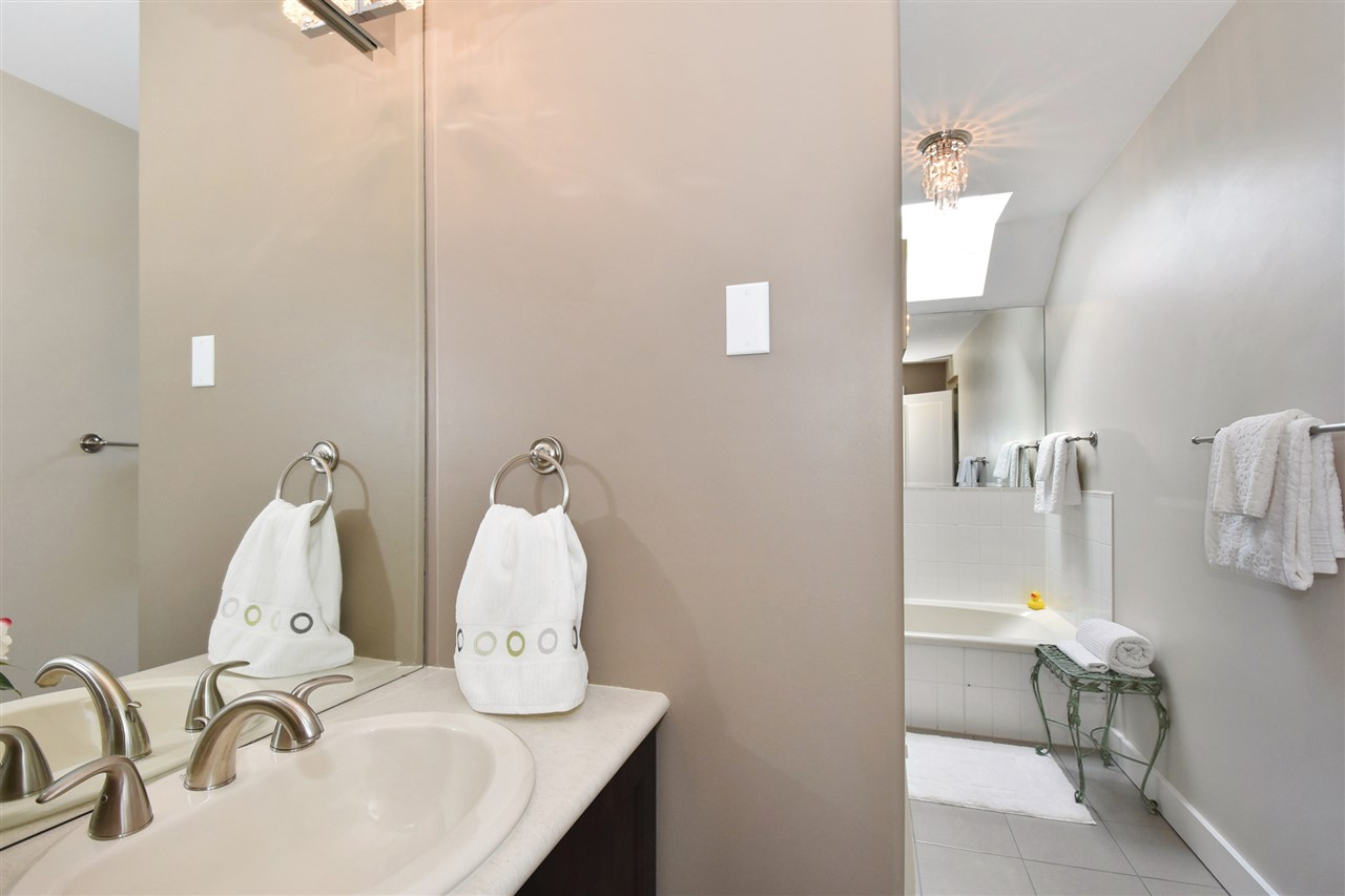 Townhouse at 2340 W 6TH AVENUE, Vancouver West, British Columbia. Image 12