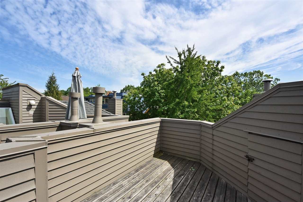 Townhouse at 2340 W 6TH AVENUE, Vancouver West, British Columbia. Image 17
