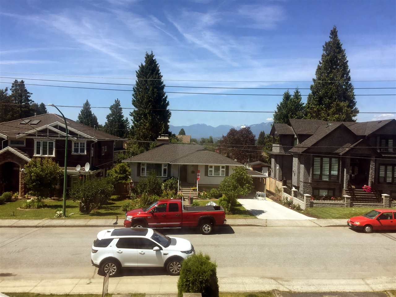 Half-duplex at 8468 14TH AVENUE, Burnaby East, British Columbia. Image 3