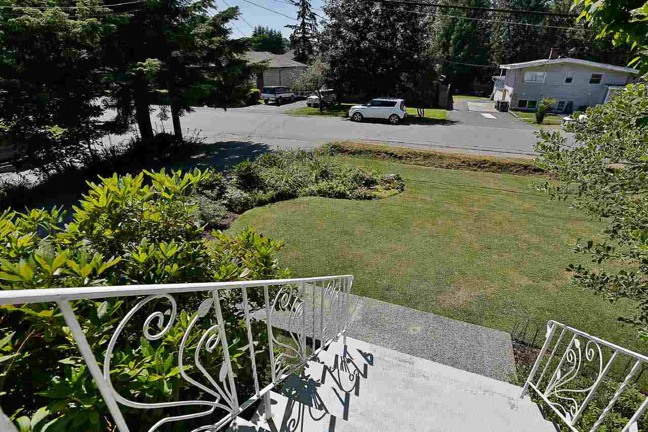 Detached at 9652 123 STREET, North Surrey, British Columbia. Image 2