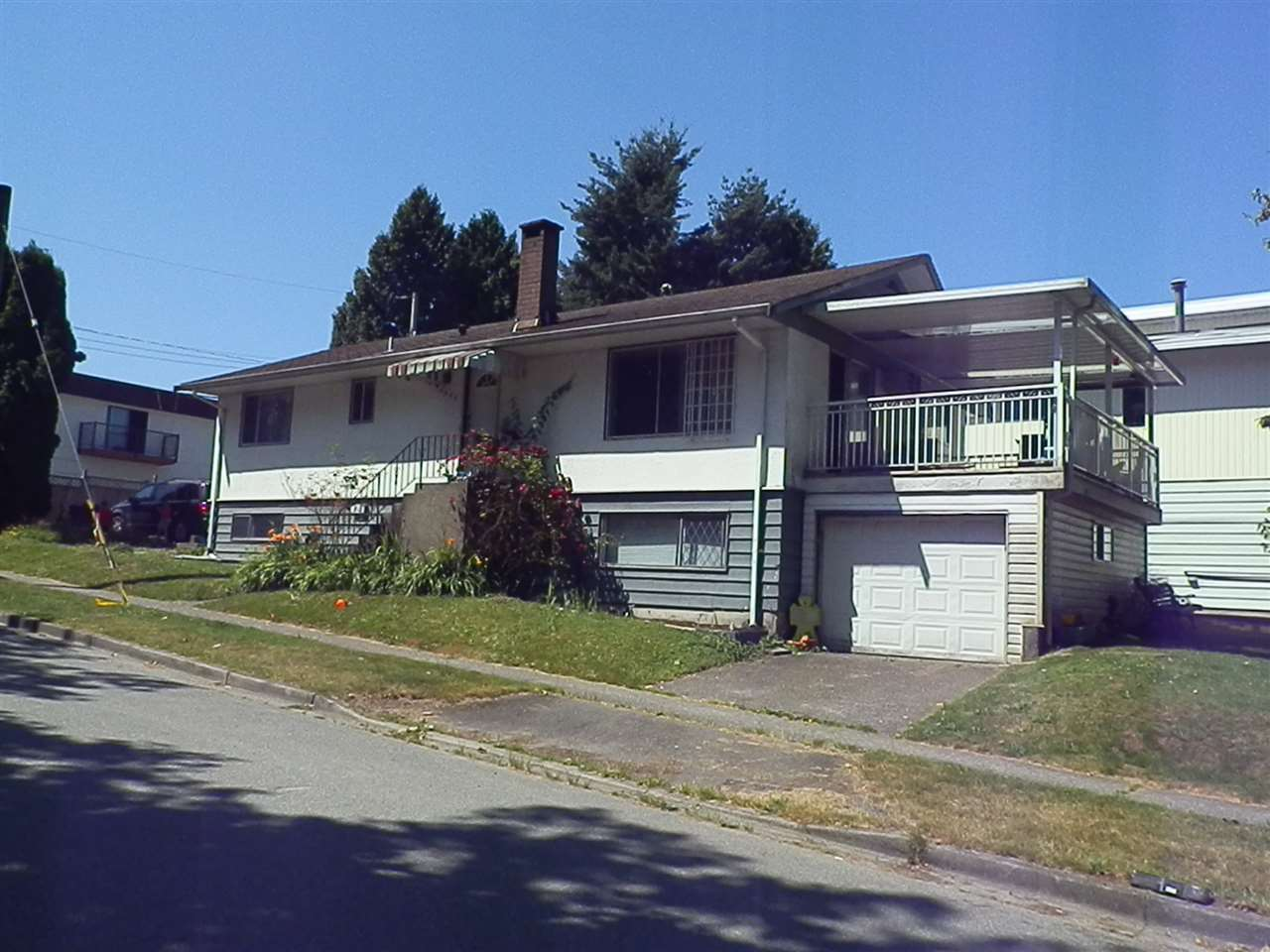 Detached at 3055 SMITH AVENUE, Burnaby North, British Columbia. Image 2