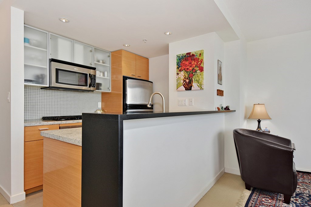 Condo Apartment at 2001 33 SMITHE STREET, Unit 2001, Vancouver West, British Columbia. Image 7
