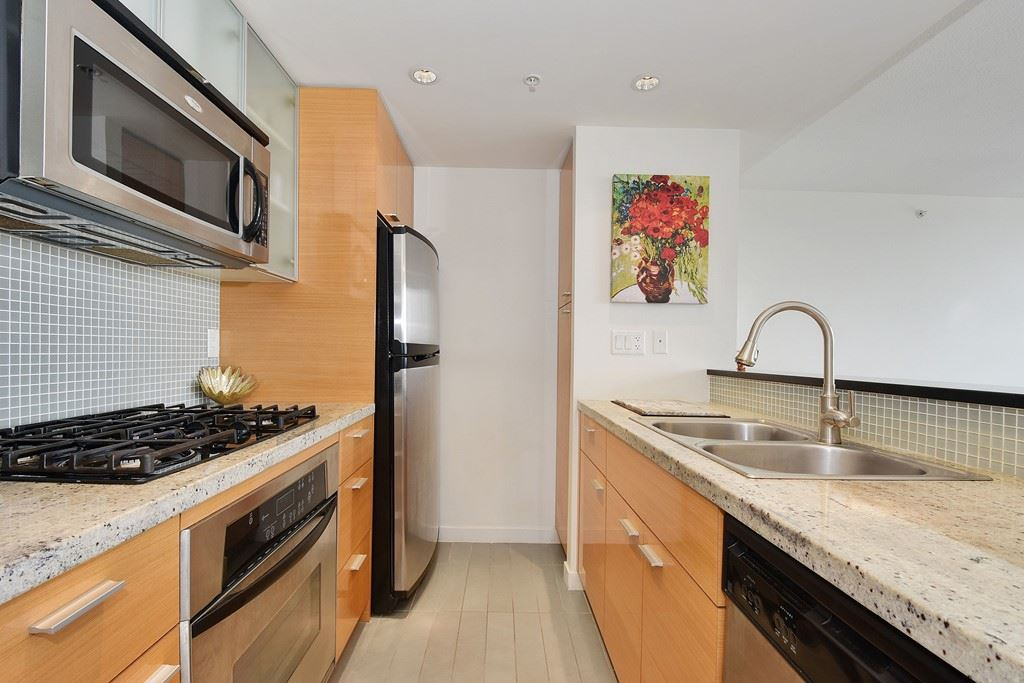 Condo Apartment at 2001 33 SMITHE STREET, Unit 2001, Vancouver West, British Columbia. Image 8