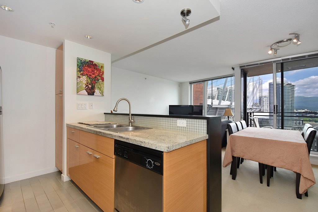 Condo Apartment at 2001 33 SMITHE STREET, Unit 2001, Vancouver West, British Columbia. Image 9
