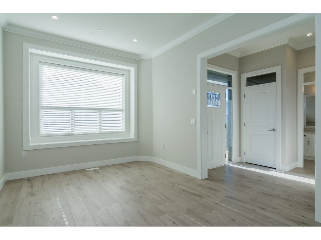Detached at 4401 STEPHEN LEACOCK DRIVE, Abbotsford, British Columbia. Image 2