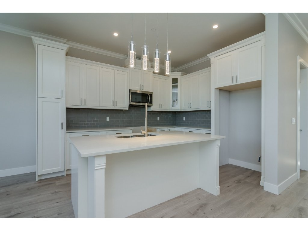 Detached at 4401 STEPHEN LEACOCK DRIVE, Abbotsford, British Columbia. Image 6