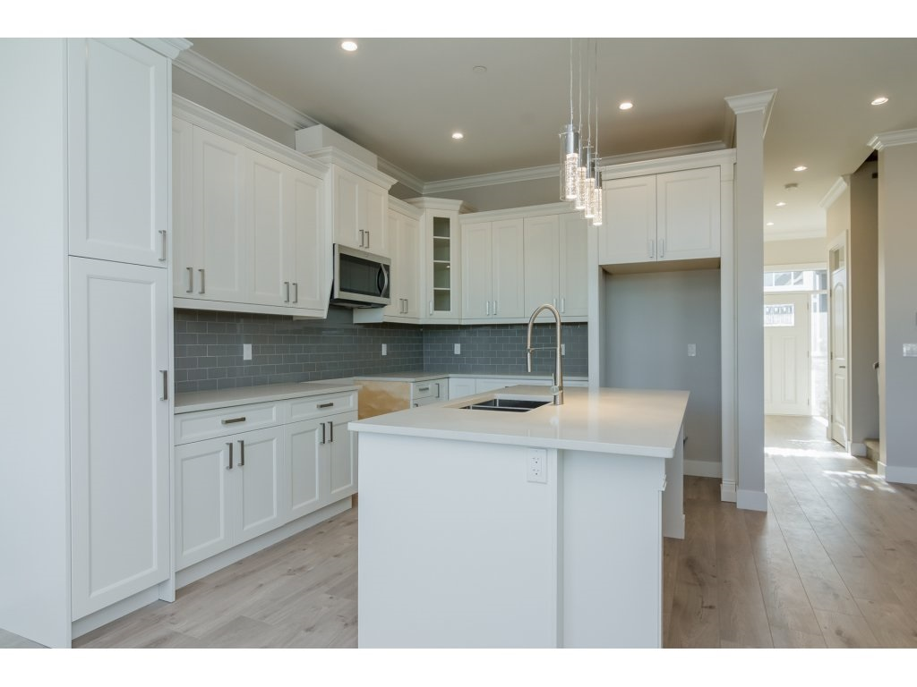 Detached at 4401 STEPHEN LEACOCK DRIVE, Abbotsford, British Columbia. Image 7