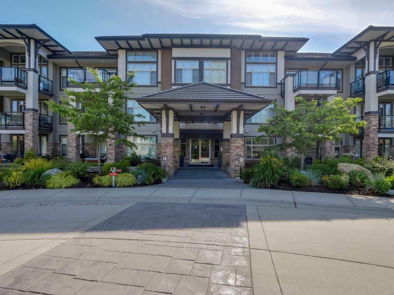 Condo Apartment at 206 15185 36 AVENUE, Unit 206, South Surrey White Rock, British Columbia. Image 1
