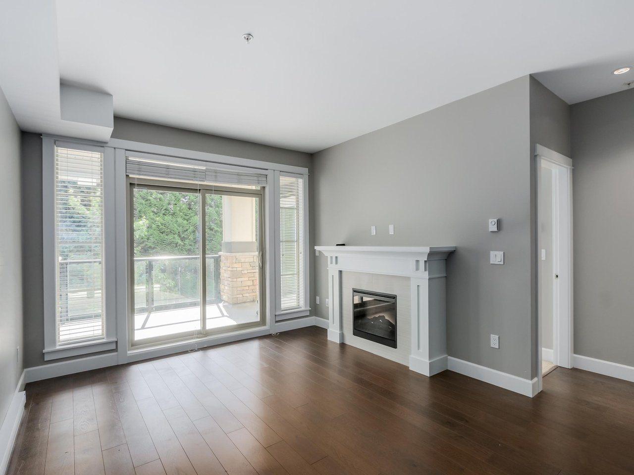 Condo Apartment at 206 15185 36 AVENUE, Unit 206, South Surrey White Rock, British Columbia. Image 2