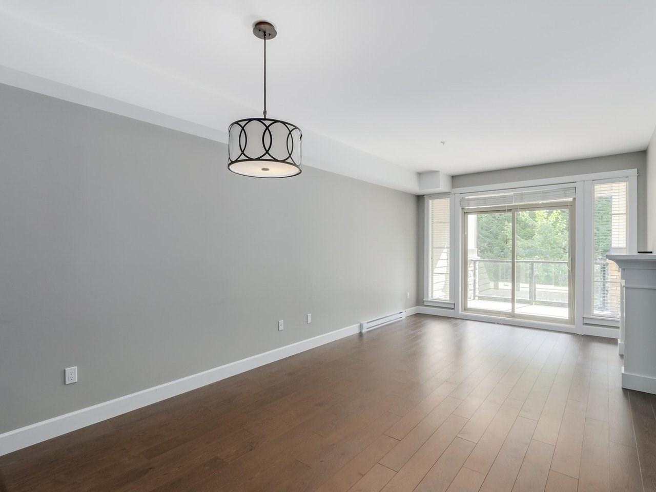 Condo Apartment at 206 15185 36 AVENUE, Unit 206, South Surrey White Rock, British Columbia. Image 4