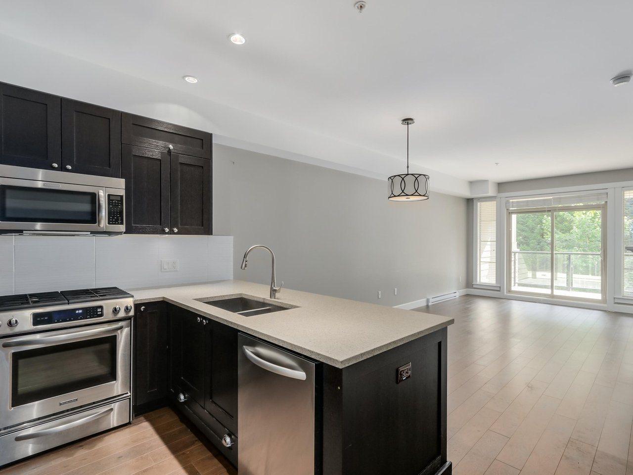 Condo Apartment at 206 15185 36 AVENUE, Unit 206, South Surrey White Rock, British Columbia. Image 6