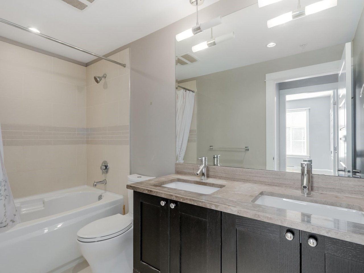 Condo Apartment at 206 15185 36 AVENUE, Unit 206, South Surrey White Rock, British Columbia. Image 11