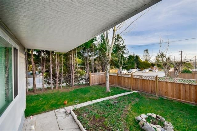 Detached at 1593 STEVENS STREET, South Surrey White Rock, British Columbia. Image 2