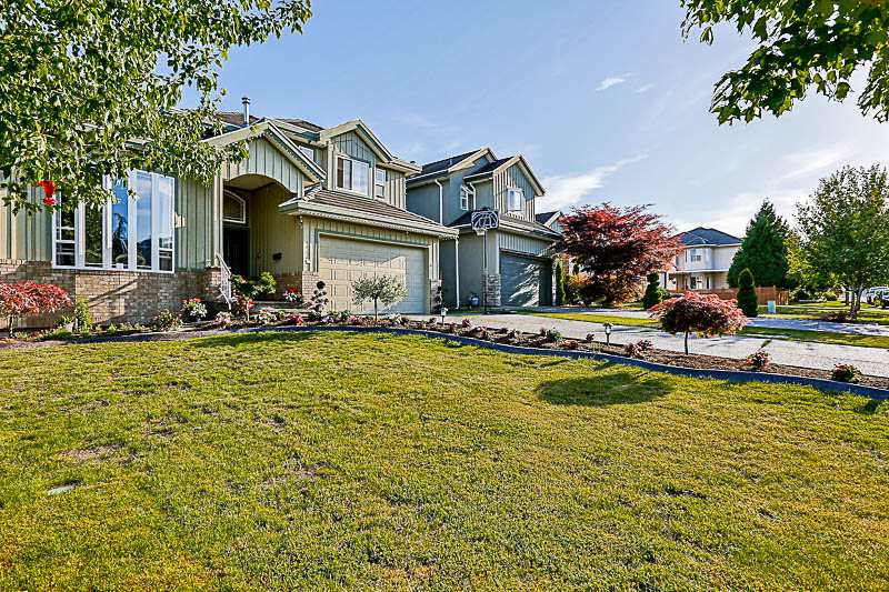 Detached at 15046 67 AVENUE, Surrey, British Columbia. Image 2