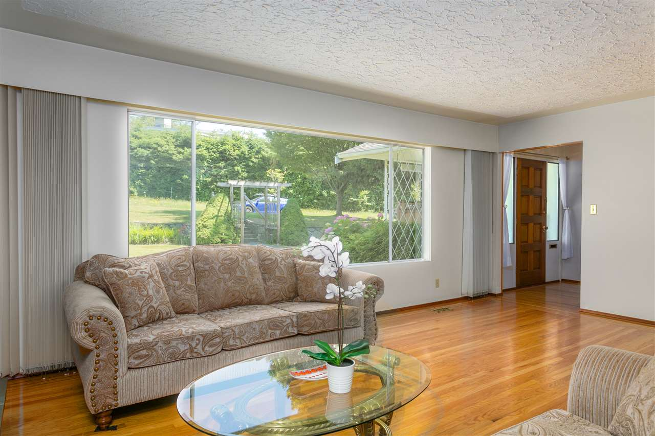 Detached at 2302 ROSEDALE DRIVE, Vancouver East, British Columbia. Image 3