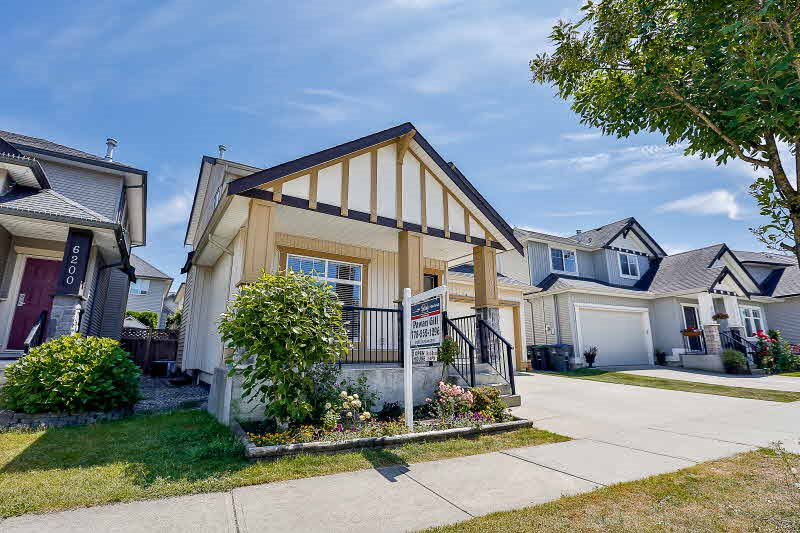 Detached at 6192 167B STREET, Cloverdale, British Columbia. Image 2