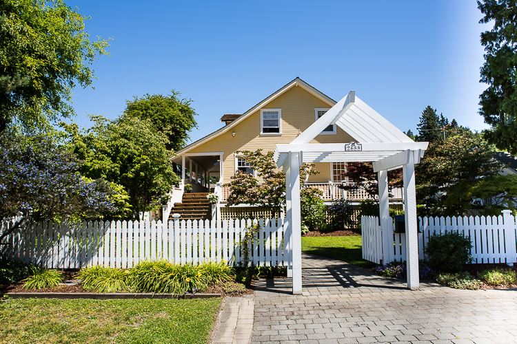 Detached at 2688 MCBRIDE AVENUE, South Surrey White Rock, British Columbia. Image 1