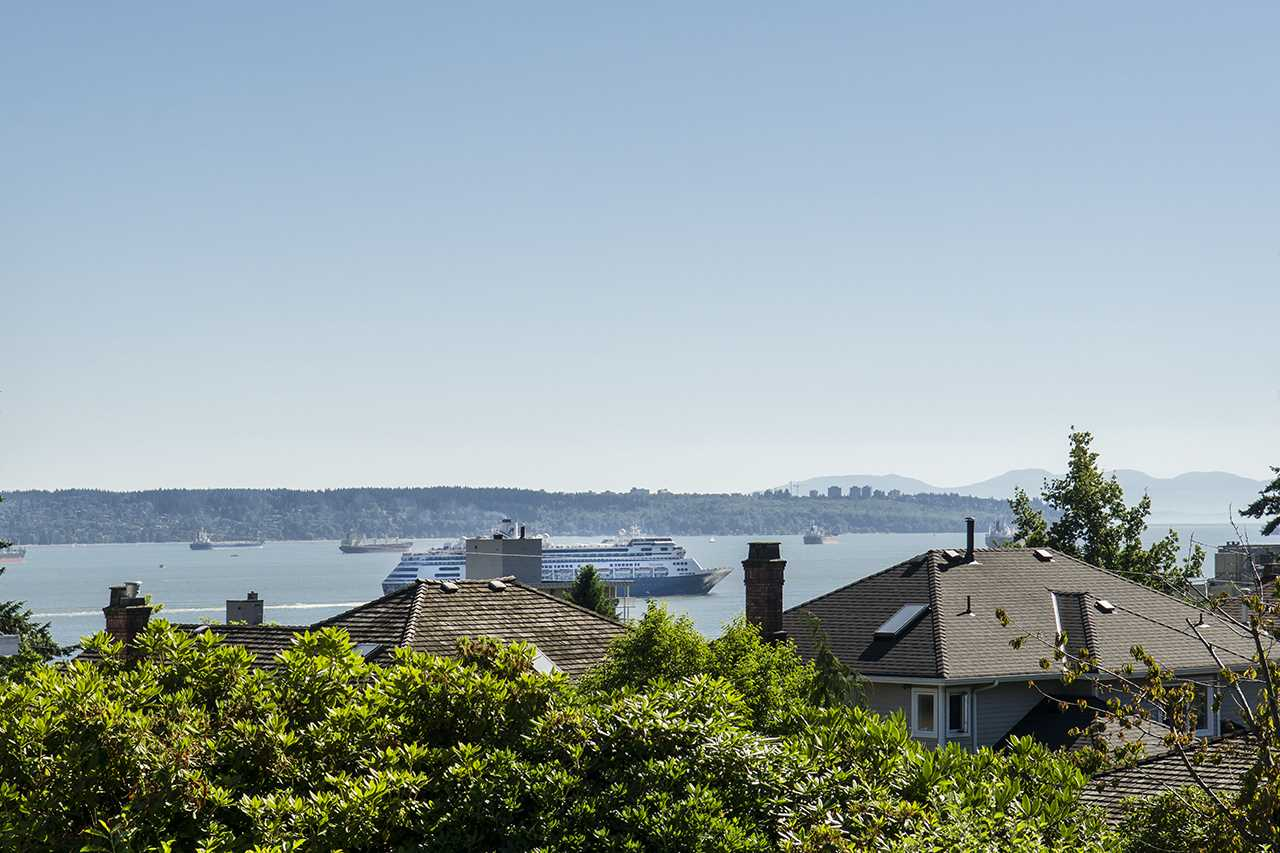 Detached at 1258 GORDON AVENUE, West Vancouver, British Columbia. Image 1