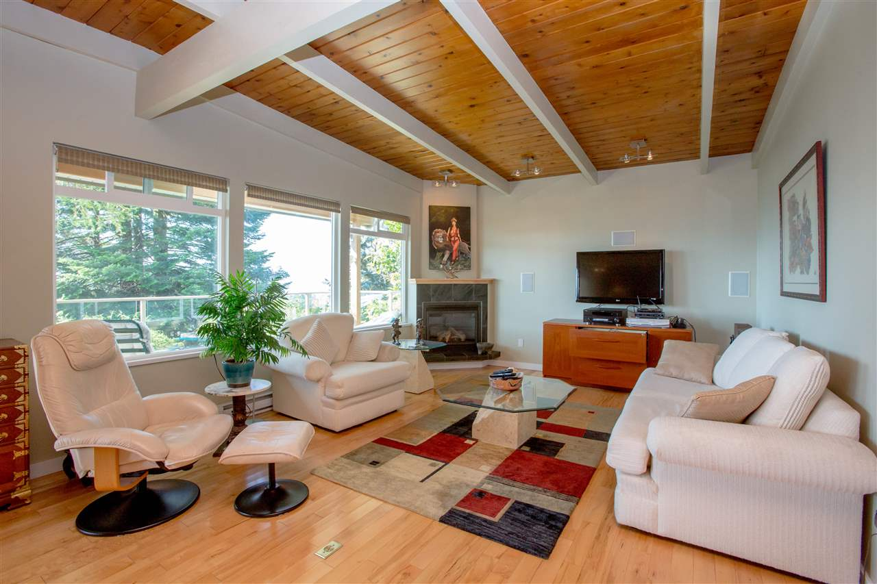 Detached at 548 ABBS ROAD, Sunshine Coast, British Columbia. Image 5