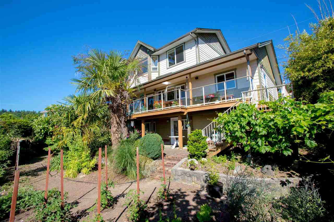 Detached at 548 ABBS ROAD, Sunshine Coast, British Columbia. Image 18