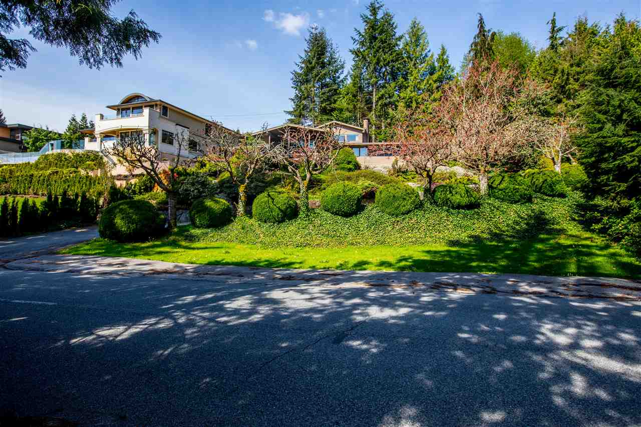 Detached at 645 KING GEORGES WAY, West Vancouver, British Columbia. Image 2