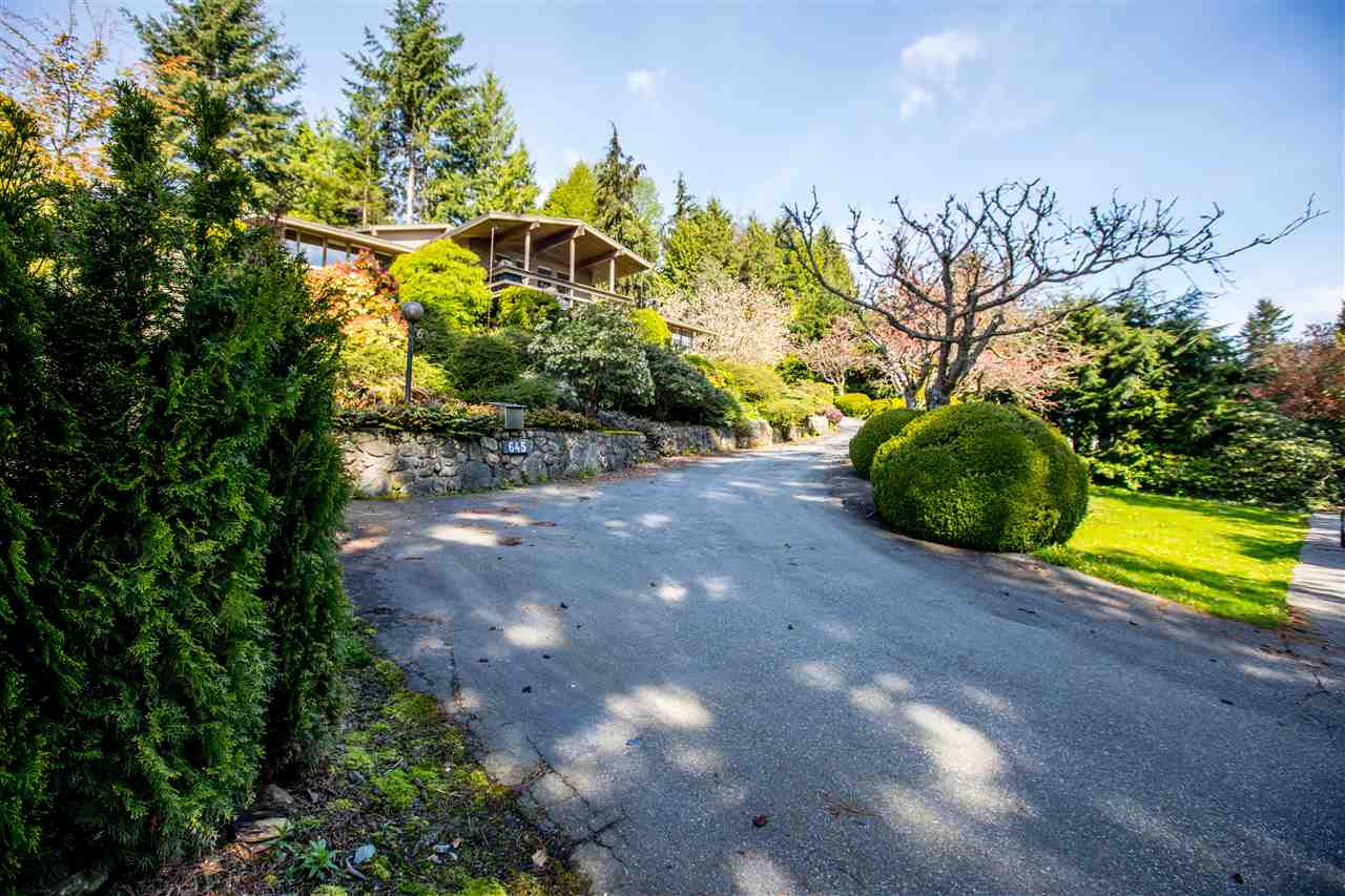 Detached at 645 KING GEORGES WAY, West Vancouver, British Columbia. Image 3
