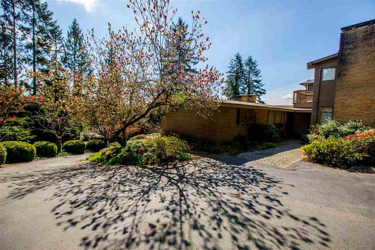 Detached at 645 KING GEORGES WAY, West Vancouver, British Columbia. Image 4