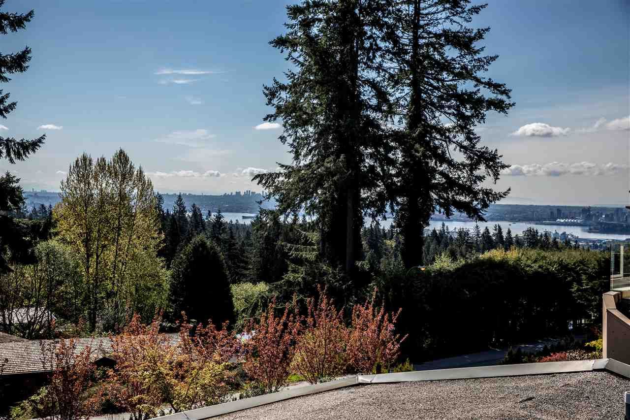 Detached at 645 KING GEORGES WAY, West Vancouver, British Columbia. Image 5