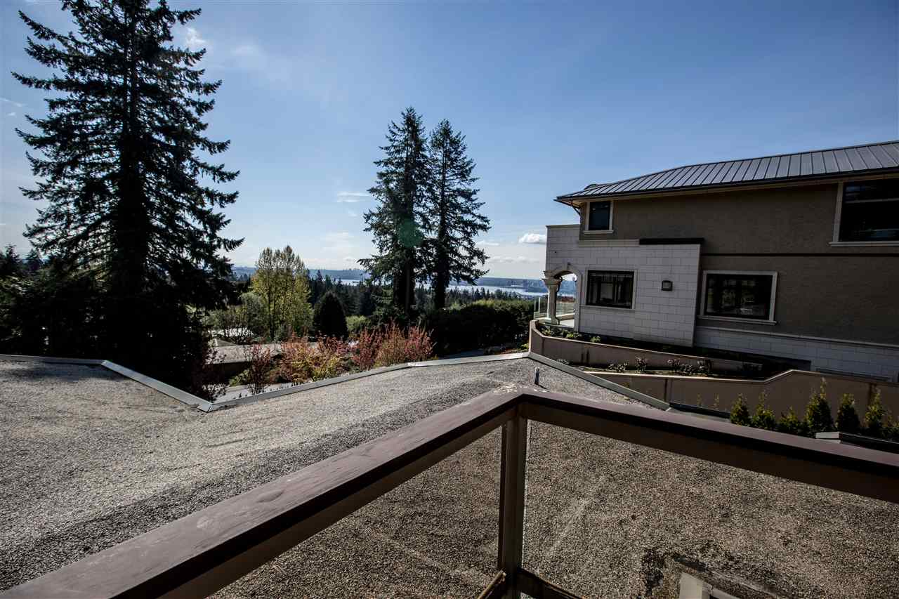 Detached at 645 KING GEORGES WAY, West Vancouver, British Columbia. Image 6