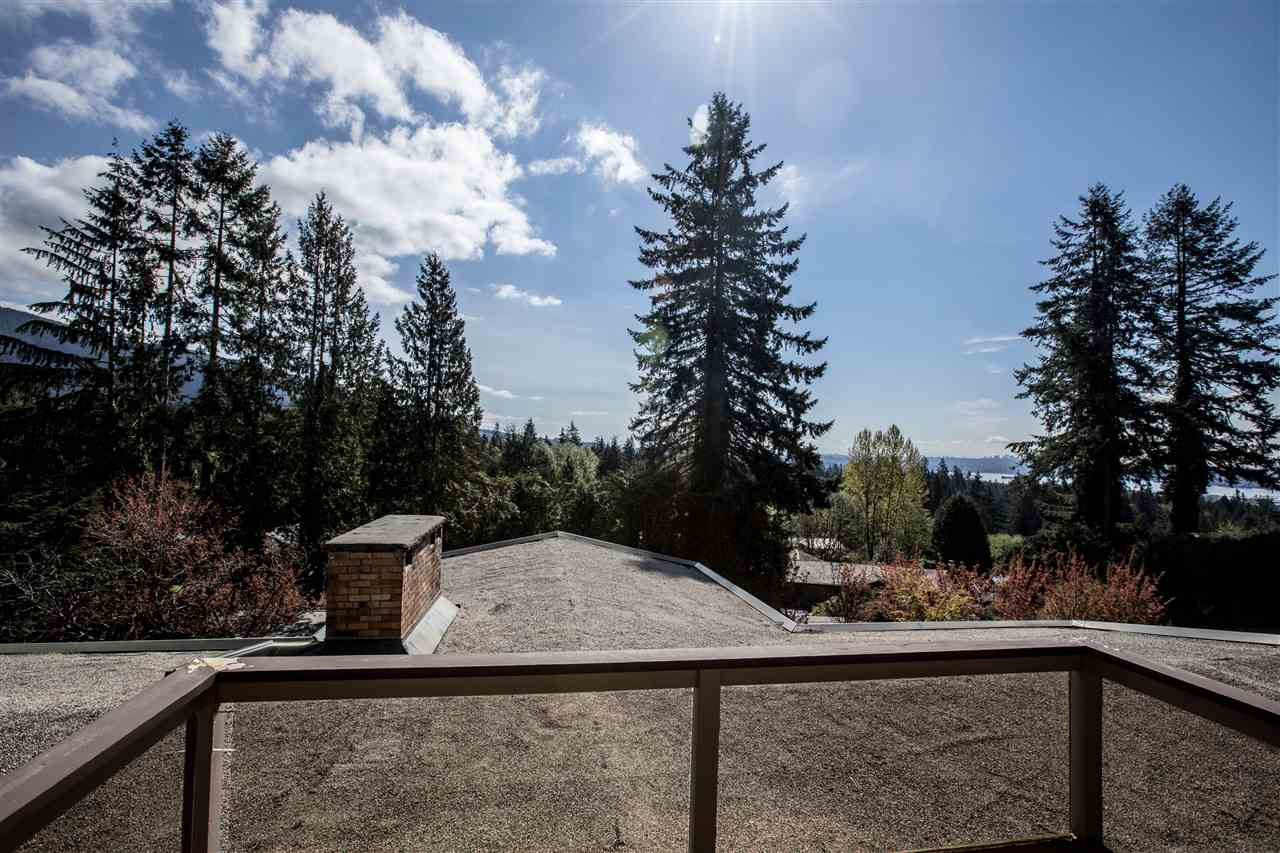 Detached at 645 KING GEORGES WAY, West Vancouver, British Columbia. Image 7