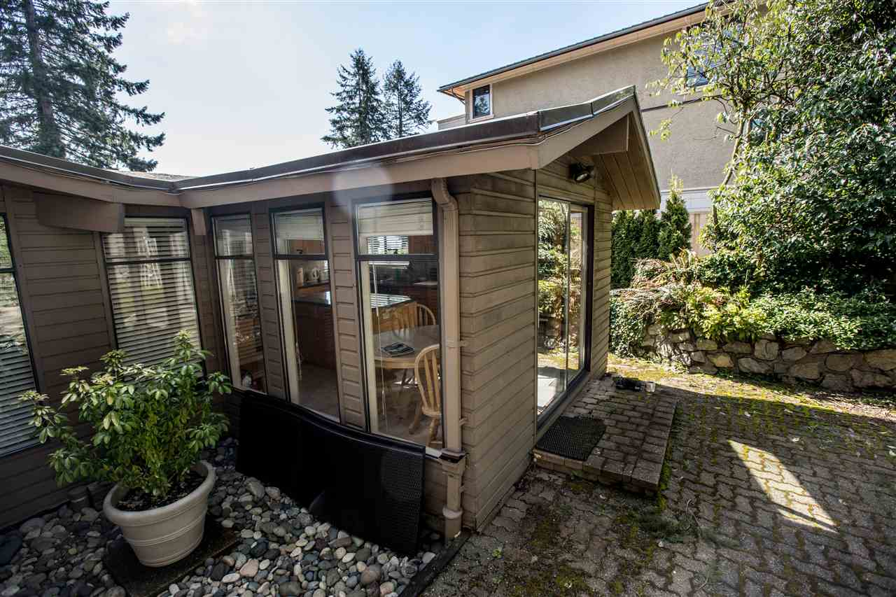 Detached at 645 KING GEORGES WAY, West Vancouver, British Columbia. Image 8